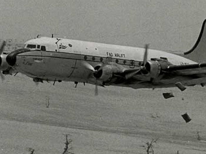 avion en noir et blanc