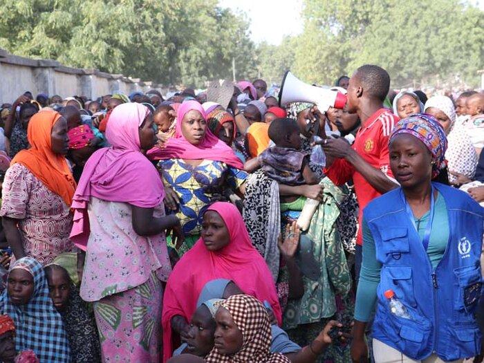 personnes à une distribution du WFP