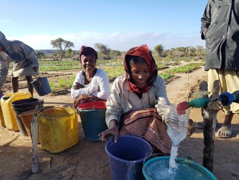 Porteurs d'eau, porteurs d'espoir