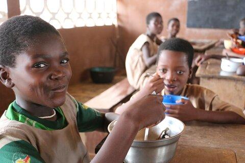 Quand les gouvernements africains prennent les devants en matière d'alimentation scolaire