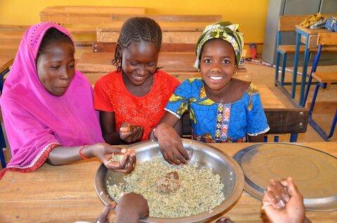 Des repas scolaires pour nourrir l'avenir de Tombouctou