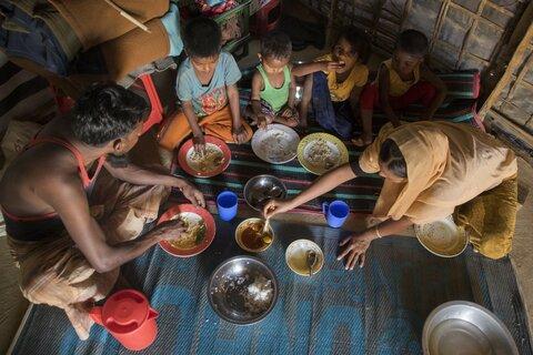 En images : les familles Rohingyas redécouvrent la joie des repas