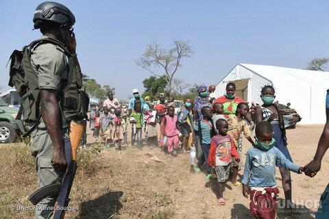 Des réfugiés de la République centrafricaine se mettent en sécurité au Cameroun