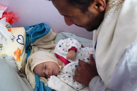 Des conditions similaires à une famine au Yémen obligent les familles à manger des feuilles d'arbres