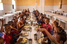 Distribution de repas scolaires dans le monde : une nouvelle carte révèle les conséquences du Covid-19
